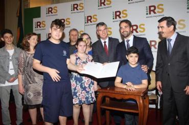 Atendimento aos autistas terá centros regionais em todo o RS