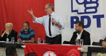 Ciro debate reforma agrária e economia com Frente Nacional de Luta