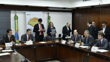 Novos pedágios, receitas para os municípios e dívidas previdenciárias foram pauta na CAM