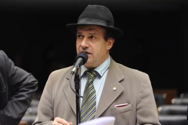Pompeo de Mattos afirma que base aliada não terá quórum para votação de processo contra Temer