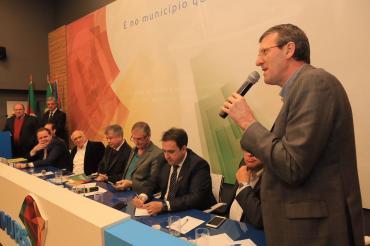 Sossella debate sobre auxílio a municípios atingidos por chuvas em reunião da Famurs