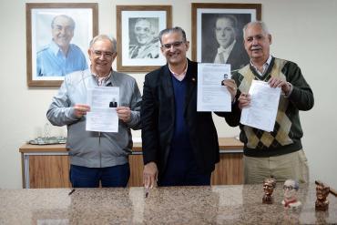 Jairo Jorge registra candidatura e lança movimento suprapartidário
